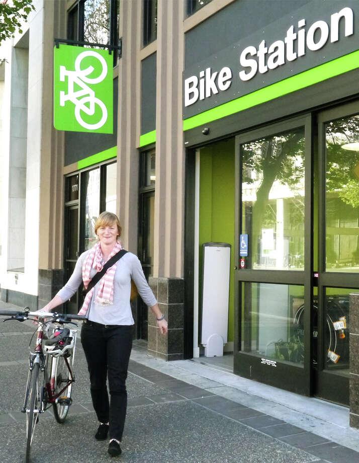 Colleen Sullivan picks up her bike from BART's new Uptown Oakland Bike Station. Photo: Ginger Jui / Bike East Bay / ONLINE_YES
