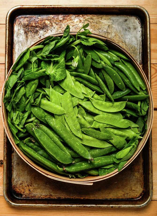 English, snap and snow peas crowd a bowl. Photo: Russell Yip / The Chronicle / ONLINE_YES