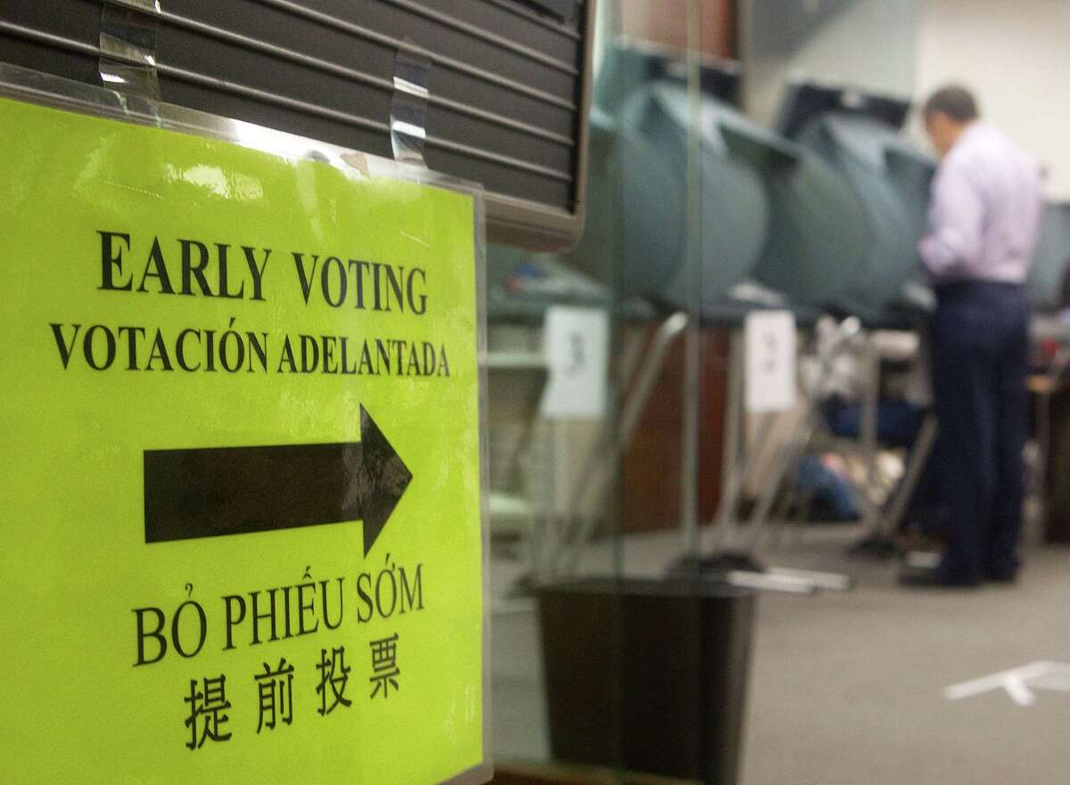 It's not the voting process itself, such as long lines or lack of access to voting centers that's keeping people from voting. Instead, according to the Center for Houston's Future, it's more likely to be voters' attitudes. (Cody Duty / Houston Chronicle)