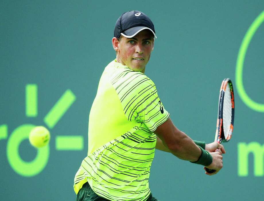 KEY BISCAYNE, FL - MARCH 26:  Vasek Pospisil of Canada returns the ball to Juan Martin Del Potro of Argentina during day 4 of the Miami Open at Crandon Park Tennis Center on March 26, 2015 in Key Biscayne, Florida.  (Photo by Al Bello/Getty Images) ORG XMIT: 544181157 Photo: Al Bello / 2015 Getty Images
