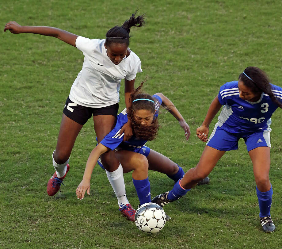 Steele's Caleigha Callahan (from left), MacArthur's Mikayla Wallace and Ana Campa chase after the ball during overtime action of their Class 6A bidistrict playoff game Thursday March 26, 2015 at Toyota Field. MacArthur won in overtime 2-1. Photo: Edward A. Ornelas, Staff / San Antonio Express-News / © 2015 San Antonio Express-News