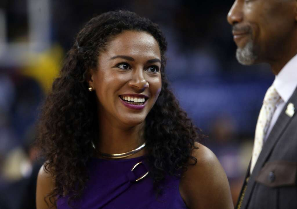 wudemeinuyuan_golden state warriors\' sideline reporter rosalyn gold-onwude