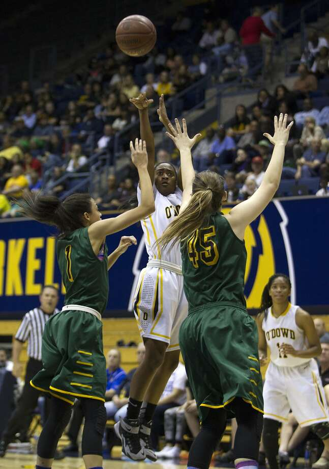 Bishop O'Dowd Dragons guard Asha Thomas (1) takes a three-point shot against Brea Olinda Wildcat guard Reili Richardson (1) and Brea Olinda Wildcat forward Sierra Bononi (45) in a Division III girls state championship game at the Haas Pavilion, Friday, March 27, 2015, in Berkeley, Calif. Photo: Santiago Mejia, The Chronicle