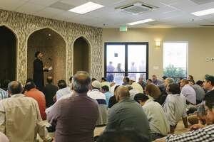 Interfaith ring of solidarity supports Muslims - Photo