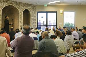 """Ring of Solidarity"" shows support for local Muslims - Photo"