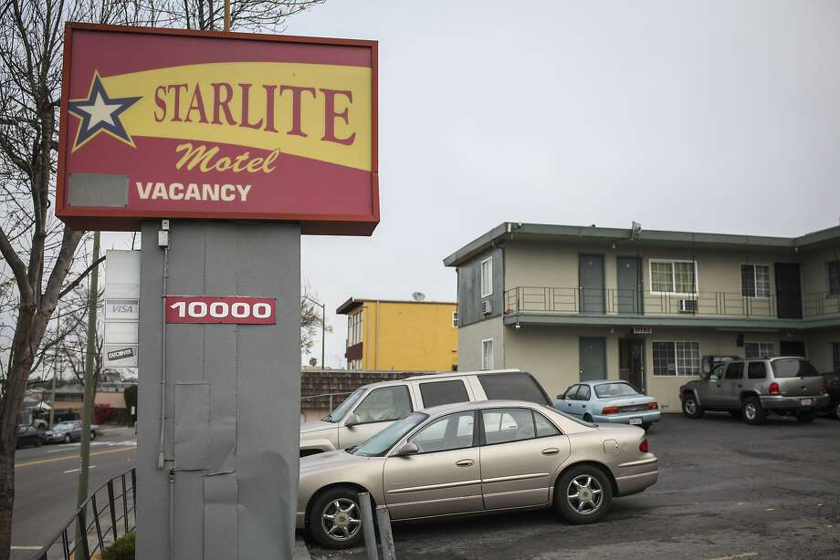 Oakland's city attorney has sued to close the Starlite Motel, which the suit claims is a epicenter for criminal activity. Photo: Sam Wolson, Special To The Chronicle