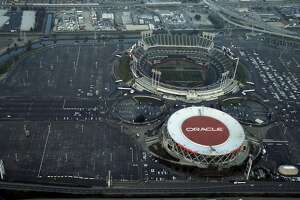 Why Oakland, Alameda County aren't clamoring to keep the Raiders - Photo