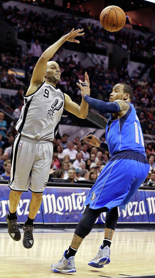 San Antonio Spurs' Tony Parker passes over Dallas Mavericks' Monta Ellis during first half action Friday March 27, 2015 at the AT&T Center. Photo: Edward A. Ornelas, Staff / San Antonio Express-News / © 2015 San Antonio Express-News