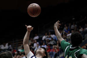Campolindo grounded by Damien in Division III boys final - Photo