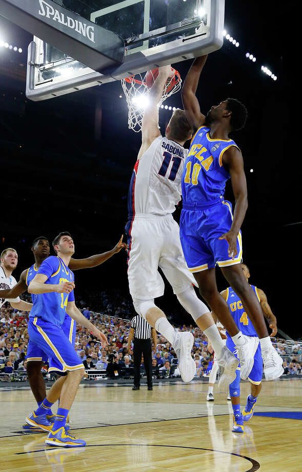 Gonzaga's Domantas Sabonis (11), who scored 12 points, dunks against UCLA's Isaac Hamilton. Photo: Tom Pennington / Getty Images / 2015 Getty Images