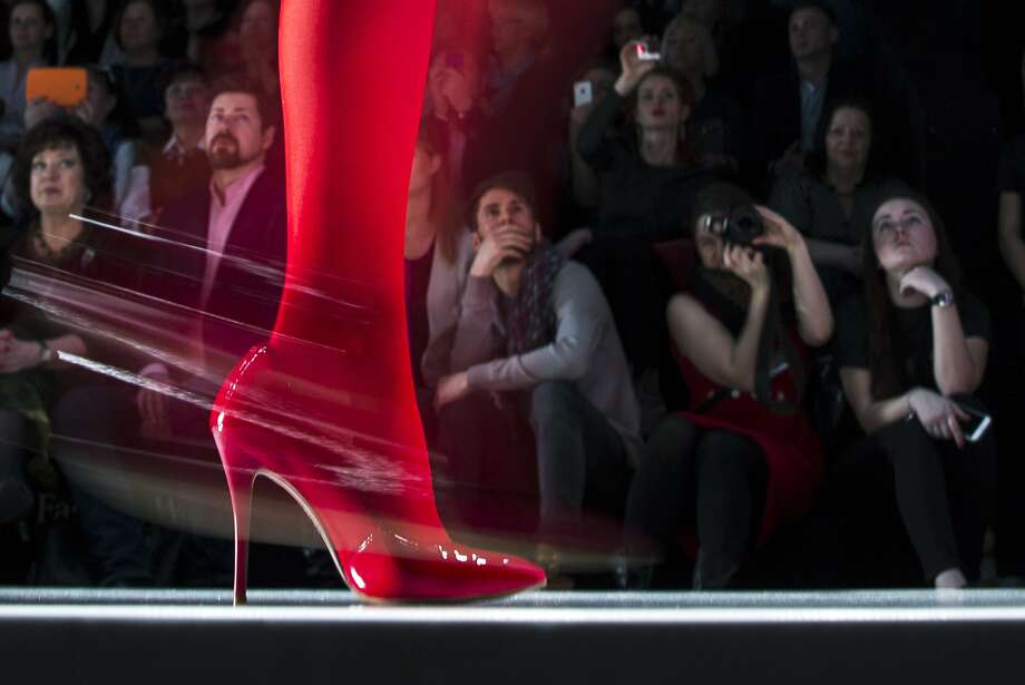 Spectators watch as a model displays a creation by Russian designer Slava Zaitsev during Fashion Week, in Moscow, Russia, Friday, March 27, 2015. Photo: Pavel Golovkin, Associated Press