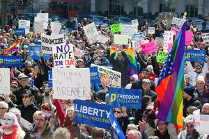 New Indiana law sparks 'no hate' protest, vows to boycott - Photo