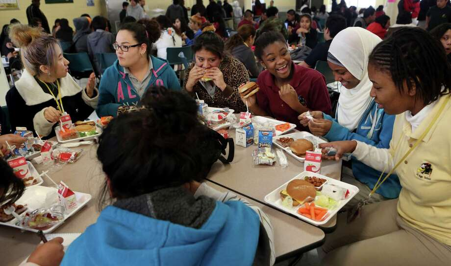 Teenagers from Cuba, Mexico, Nigeria, Ethiopia and Congo are among those who dine together at Lee High School. Photo: Mayra Beltran, Staff / © 2015 Houston Chronicle