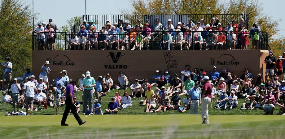 A crowd watches Phil Mickelson during the 3rd round of the Valero Texas Open at TPC San Antonio on Saturday, Mar. 28, 2015. (Kin Man Hui/San Antonio Express-News) Photo: Kin Man Hui, Staff / San Antonio Express-News / ©2015 San Antonio Express-News