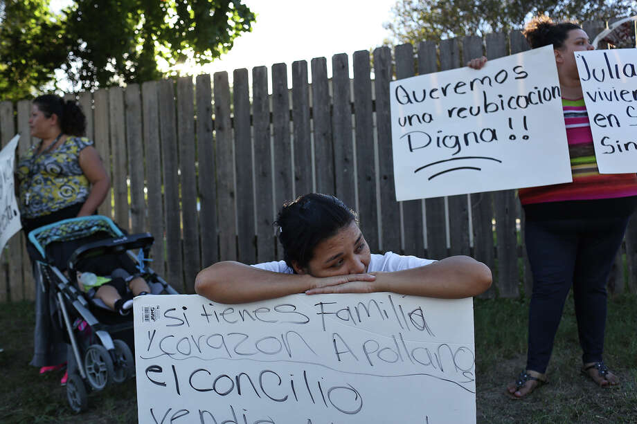 A recent meeting between residents and the mayor's gentrification task force got slowed because of lack of Spanish translation. That shouldn't have happened. As the Mission Trails Mobile Home Park controversy demonstrated, a language barrier often exists in such issues. Photo: Lisa Krantz /San Antonio Express-News / SAN ANTONIO EXPRESS-NEWS