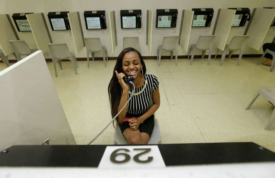 Neisha Dshawn Minger speaks via video to her boyfriend, Gerald Powell, who is being held at the Fort Bend County jail in Richmond.  Photo: Melissa Phillip, Staff / © 2015  Houston Chronicle