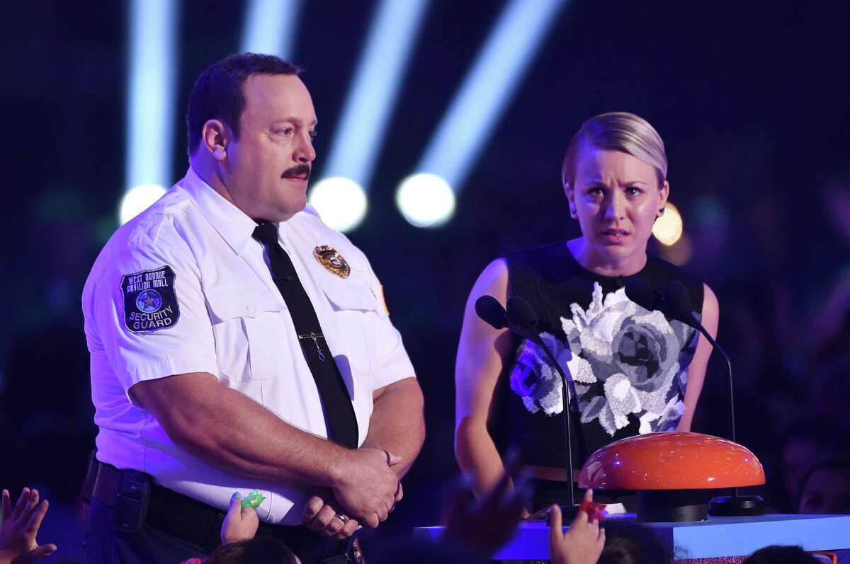 INGLEWOOD, CA - MARCH 28: Actors Kevin James (L) and Kaley Cuoco speak onstage during Nickelodeon's 28th Annual Kids' Choice Awards held at The Forum on March 28, 2015 in Inglewood, California.