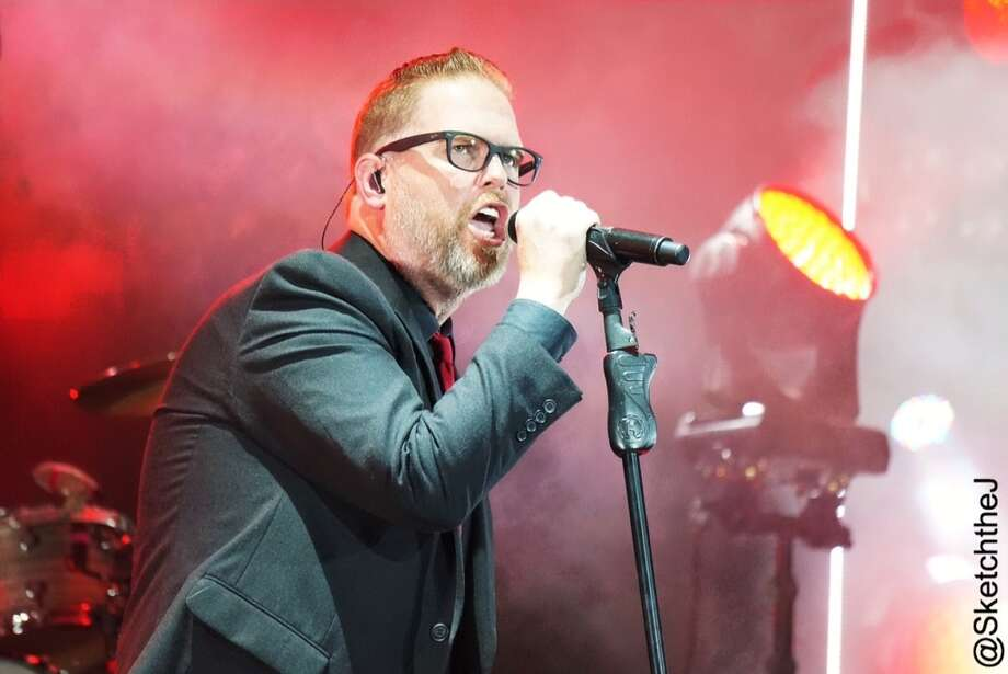 MercyMe's Bart Millard looked sharp in a suit and sneakers. Photo: Sketch The Journalist, 2015