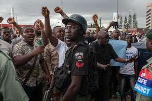 Nigeria's elections go on despite glitches, attacks by Boko Haram - Photo