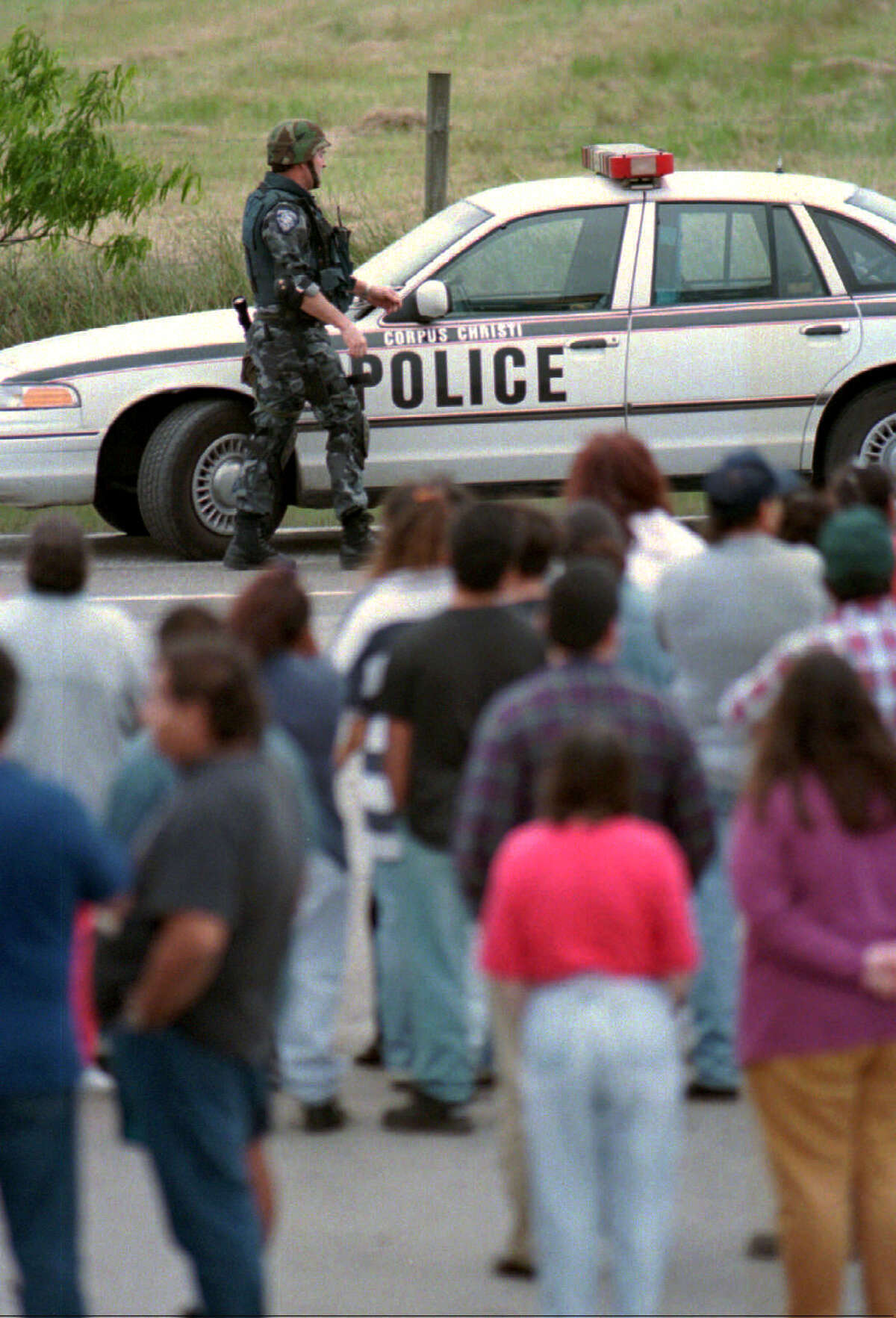 A Corpus Christi police officer leaves his patrol car enroute back to the scene of a standoff between police and Yolanda Saldivar Friday afternoon, March 31, 1995. Saldivar held police at bay for over nine hours, threatening to kill herself, before surrendering late Friday night. She is accused of killing Tejano singer Selena in a motel room before barricading herself in a pickup truck in the motel's parking lot.