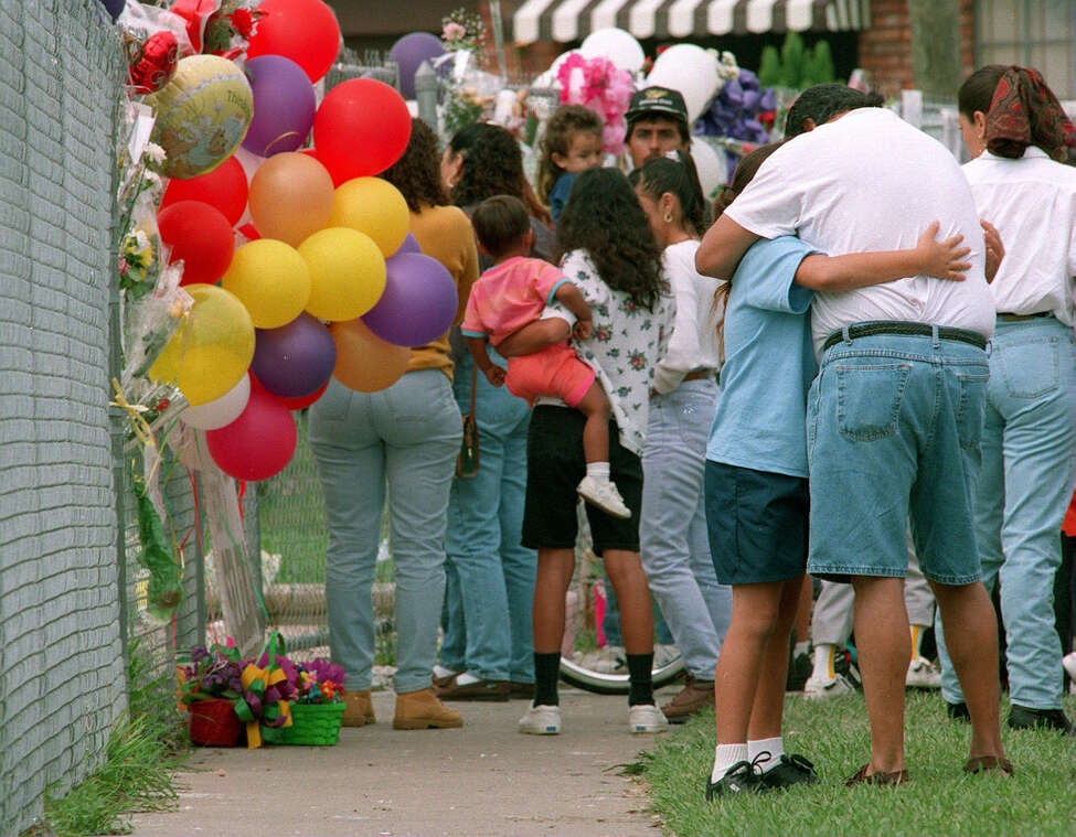 Fans mourn Selena outside her fenced home in Corpus Christi in the days following her death. Photo by Bob Owen/San Antonio Express-News