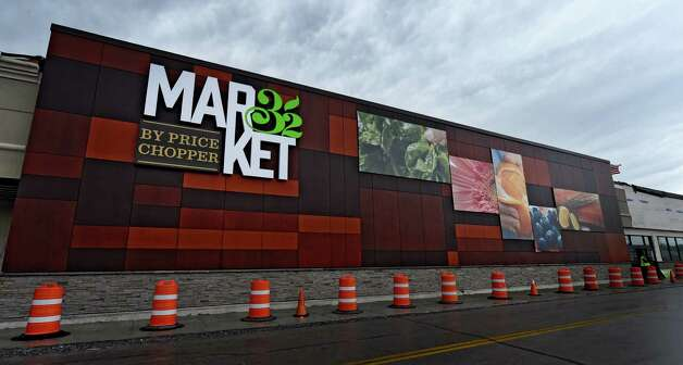 The new facade at the Wilton Market 32 by Price Chopper Monday morning, March 30, 2015, in Wilton, N.Y. The former Price Chopper is the first local store to be rebranded  (Skip Dickstein/Times Union) Photo: SKIP DICKSTEIN / 00031233A
