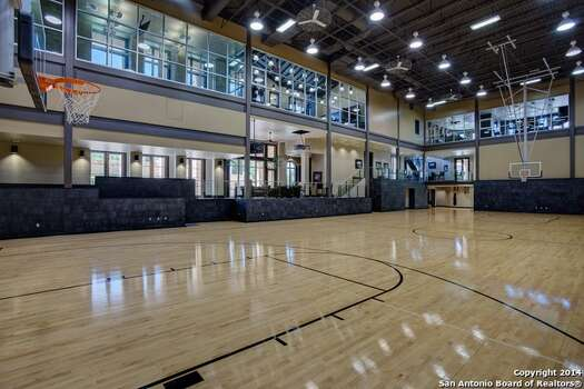 10 homes perfectly fit for new spurs star lamarcus for Personal basketball court