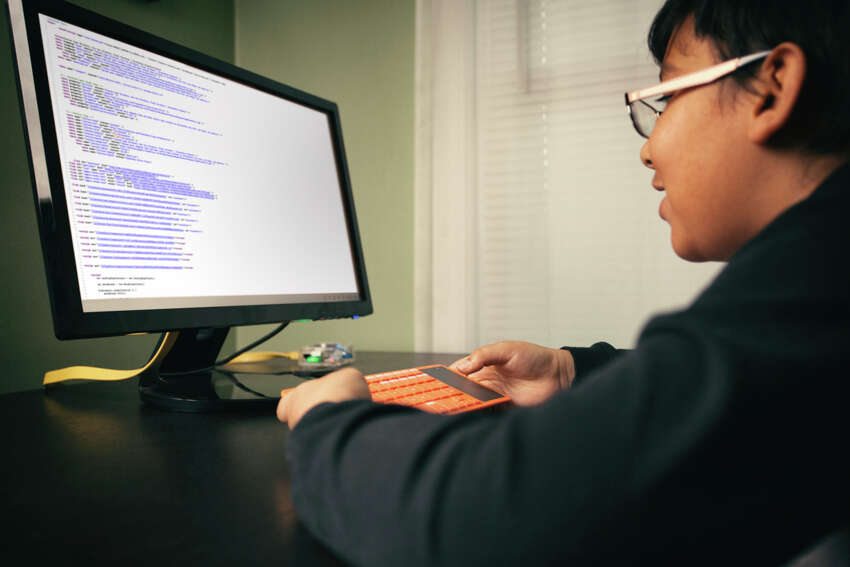 18. Programmer/Analyst 2014 salary: $82,206Typical San Antonio salary(payscale.com): $68,430 (Software Engineer, Developer, Programmer)