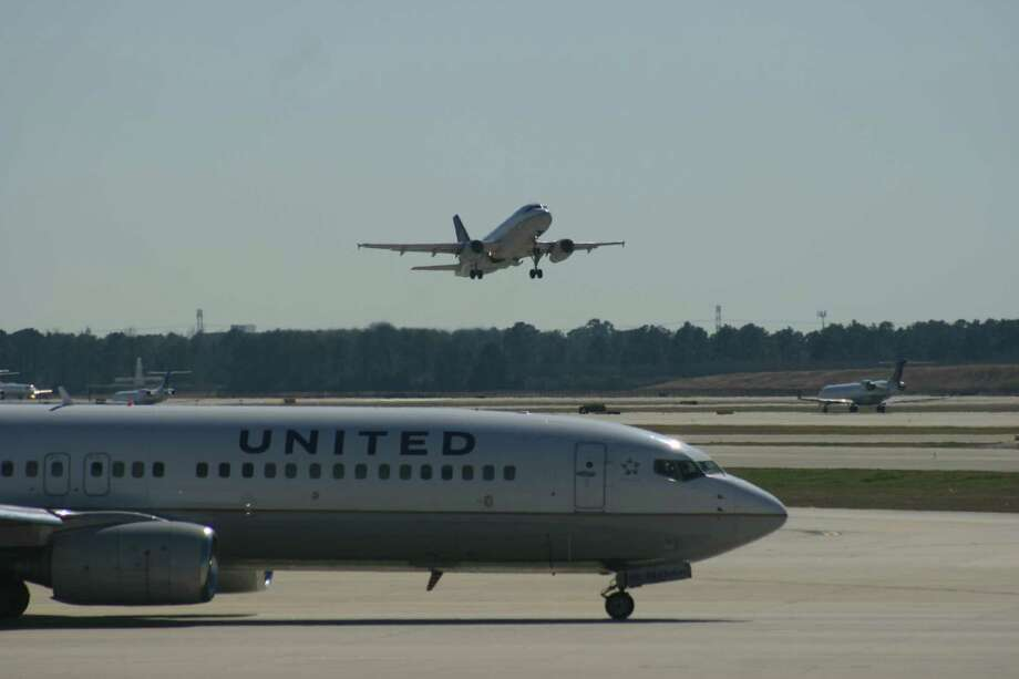 A United Airlines Boeing 737 taxis as a United Airbus takes off at Bush Intercontinental Airport. February 2015. Photo: Bill Montgomery