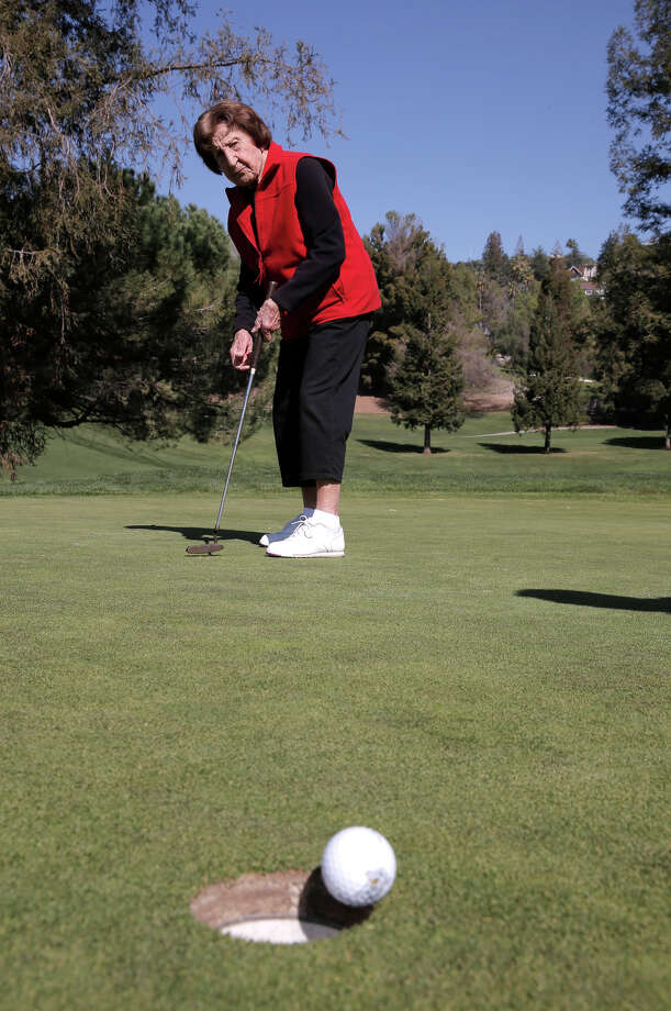 """Ida Pieracci, putting at San Jose Country Club, gives new meaning to """"breaking 100"""" on the course. At 103 — or maybe a mere 101 — she can look back on 11 holes-in-one. Photo: Michael Macor / The Chronicle / ONLINE_YES"""