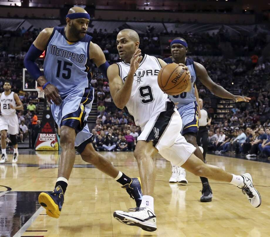 San Antonio Spurs' Tony Parker drives to the basket around Memphis Grizzlies' Vince Carter during first half action Sunday March 29, 2015 at the AT&T Center. Photo: Edward A. Ornelas, San Antonio Express-News