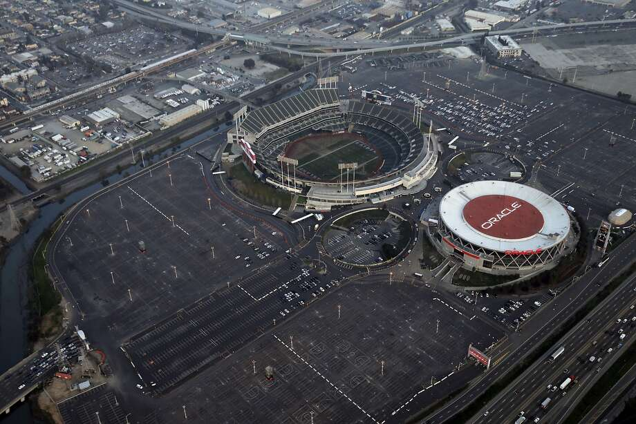 Aerial view of the O.co Coliseum/Oracle Arena complex in Oakland on Wednesday, January 14, 2015. Photo: Carlos Avila Gonzalez, The Chronicle