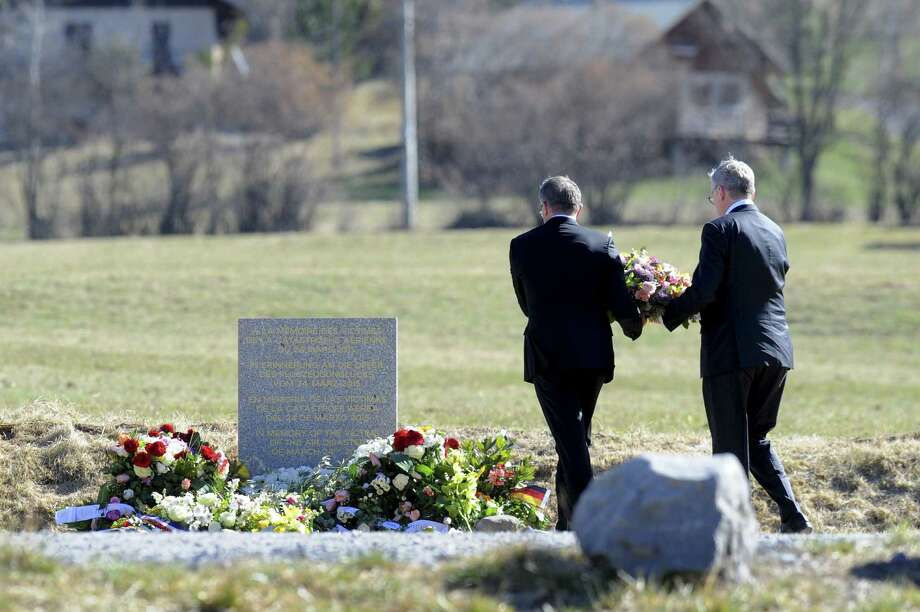Lufthansa CEO Carsten Spohr, left, and Germanwings CEO Thomas Winkelmann lay a wreath near a stele in memory of the victims of the Germanwings Airbus A320 crash, in the small village of Le Vernet, French Alps, Photo: JEAN-PIERRE CLATOT / AFP / Getty Images / AFP