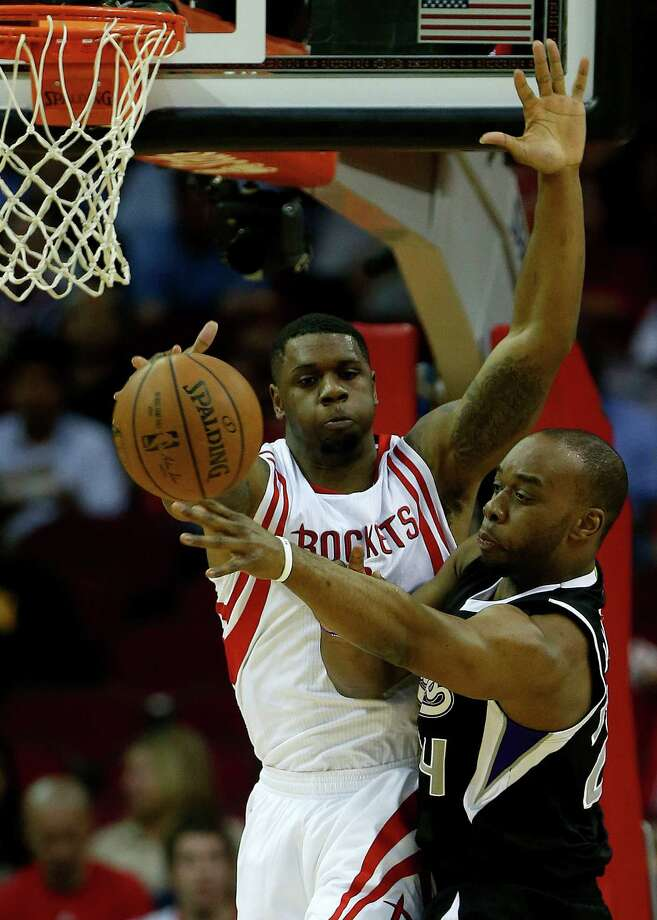 Houston Rockets forward Terrence Jones (6) battles against Sacramento Kings forward Carl Landry (24) during the first half of an NBA game at Toyota Center on Wednesday, April 1, 2015, in Houston.  ( Karen Warren / Houston Chronicle  ) Photo: Karen Warren, Staff / © 2015 Houston Chronicle