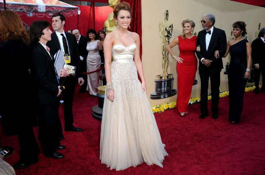 HOLLYWOOD - MARCH 07: Singer/actress Miley Cyrus arrives at the 82nd Annual Academy Awards held at Kodak Theatre on March 7, 2010 in Hollywood, California. (Photo by Jason Merritt/Getty Images) *** Local Caption *** Miley Cyrus