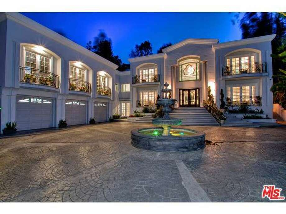 Professional boxer Manny Pacquiao has purchased a large mansion in Beverly Hills for $12.5 million. The gigantic home is 10,000 square feet and has all the features needed to make someone feel like a champion. Photo: Courtesy Photo/Redfin.com