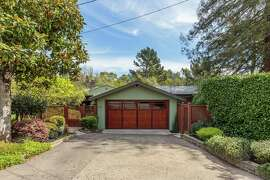 18 Osborne Ct., Oakland is a stylish Mid-century in Piedmont Pines.