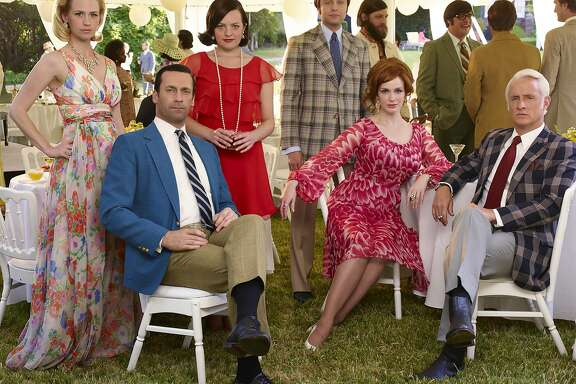 'Mad Men's' core cast returns for final seven episodes on AMC. (Mad Men finale) April, 2015   January Jones as Betty Francis, Jon Hamm as Don Draper, Elisabeth Moss as Peggy Olson, Vincent Kartheiser as Pete Campbell, Elisabeth Moss as Peggy Olson and John Slattery as Roger Sterling - Mad Men _ Season 7B, Gallery - Photo Credit: Frank Ockenfels 3/AMC
