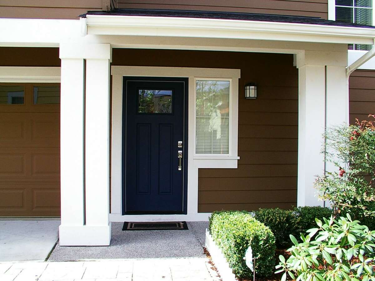 The entry way of 6909 37th Ave. S.
