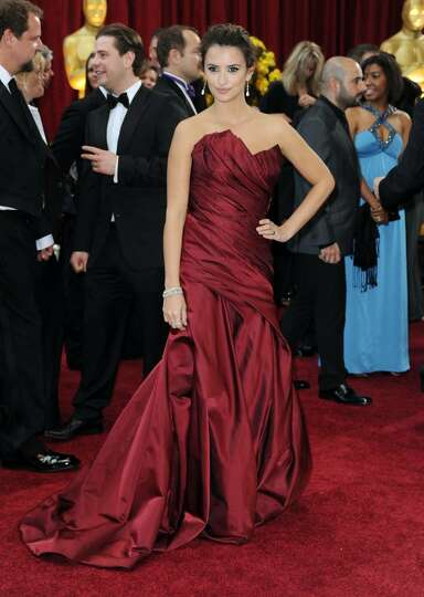 HOLLYWOOD - MARCH 07:  Actress Penelope Cruz arrives at the 82nd Annual Academy Awards held at Kodak