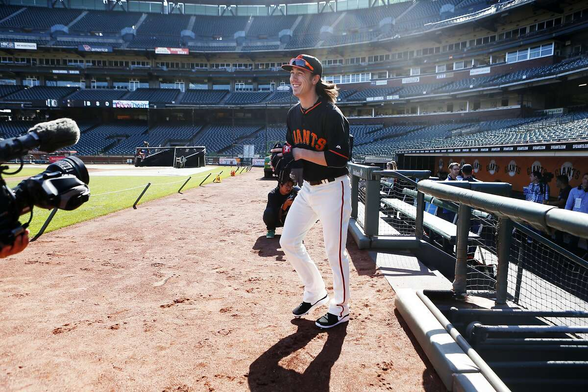 San Francisco Giants' Tim Lincecum takes the field before his pre-season baseball game against the Oakland Athletics on Thursday, April 2, 2015 in San Francisco, Calif.