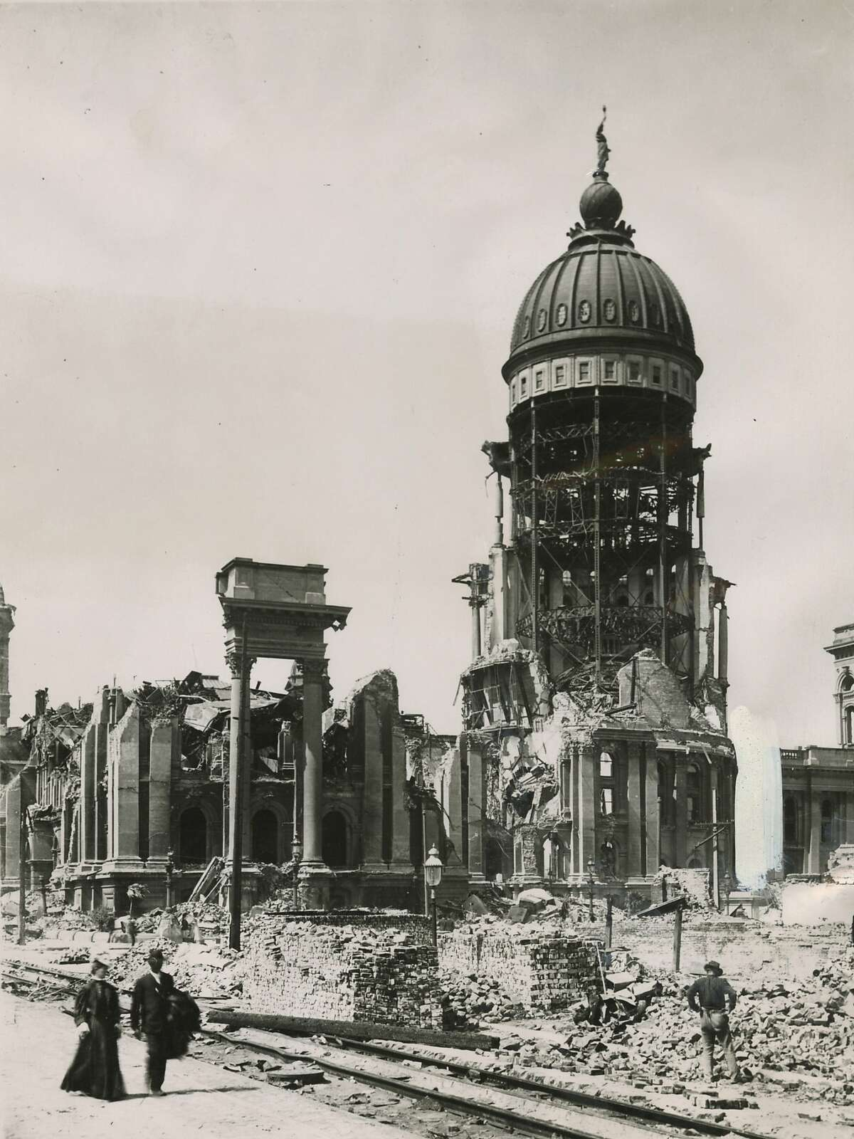San Francisco City Hall in the aftermath of the 1906 earthquake and fire.