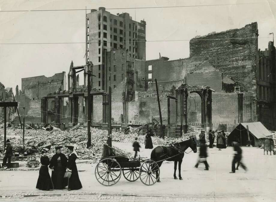 Damage near the Hamilton Hotel at 125 Ellis St. in San Francisco from the 1906 earthquake and fire. / ONLINE_YES
