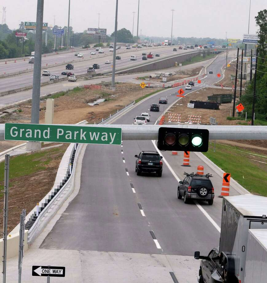 Crews began opening frontage roads along the Interstate 45-Grand Parkway interchange last weekend. Photo: Billy Smith II, Staff