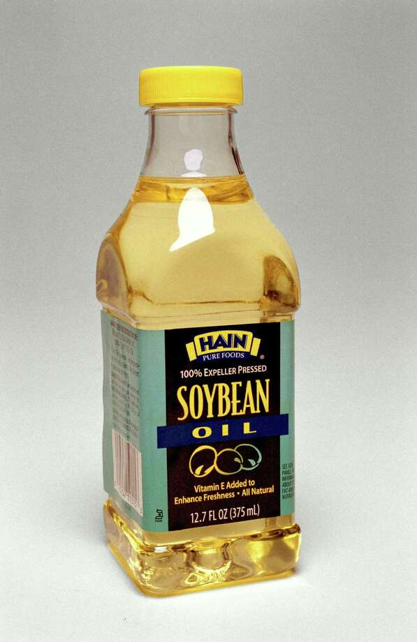 While genetically modified soybean oil may be lower in linoleic acid, it still has been linked to obesity, diabetes and fatty liver. Photo: Buster Dean, Staff / Houston Chronicle