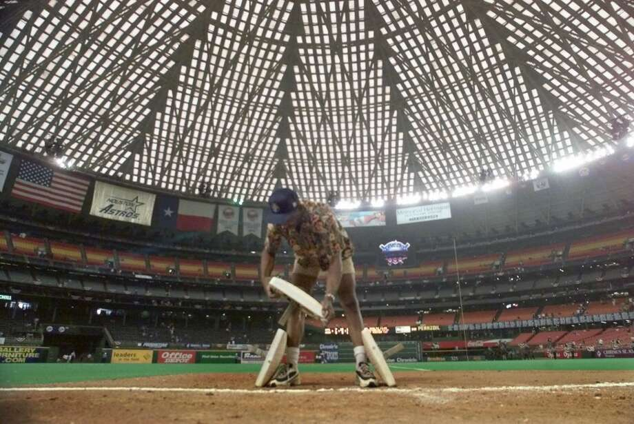 Oct. 9, 1999:  In the final Astros game at the Astrodome, the Atlanta Braves win 7-5 to wrap up the best-of-five National League Division Series, three games to one. Photo: DAVID J. PHILLIP, AP