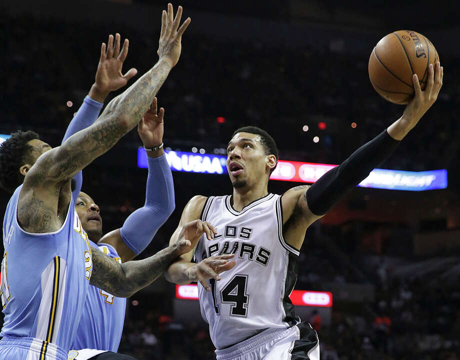 Danny Green puts up a  running hook as the Spurs host Denver at the AT&T Center on April 3, 2015. Photo: Tom Reel, Staff / San Antonio Express-News / San Antonio Express-News