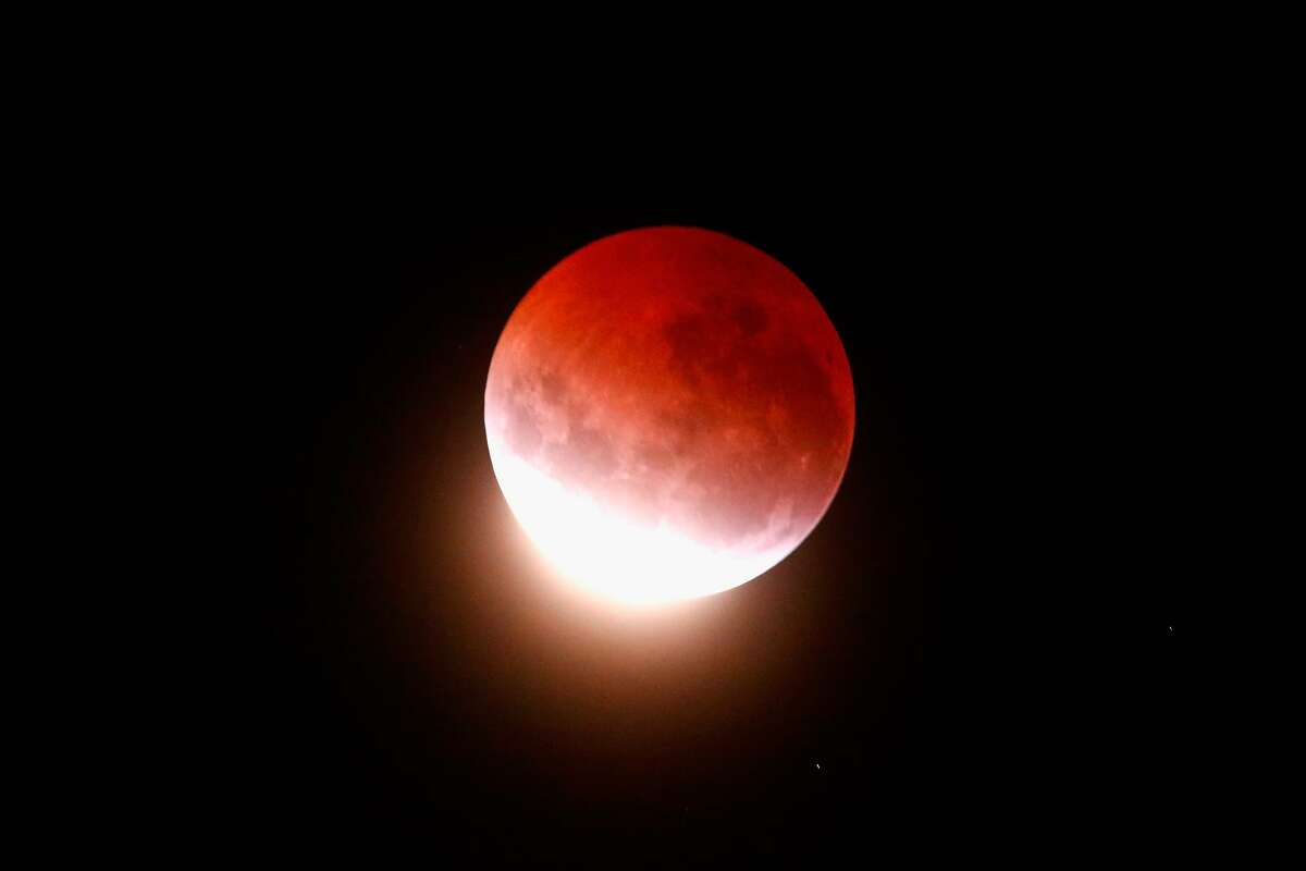 AUCKLAND, NEW ZEALAND - APRIL 04: A blood red moon lights up the sky during a total lunar eclipse on April 4, 2015 in Auckland, New Zealand. The shortest total lunar eclipse, or