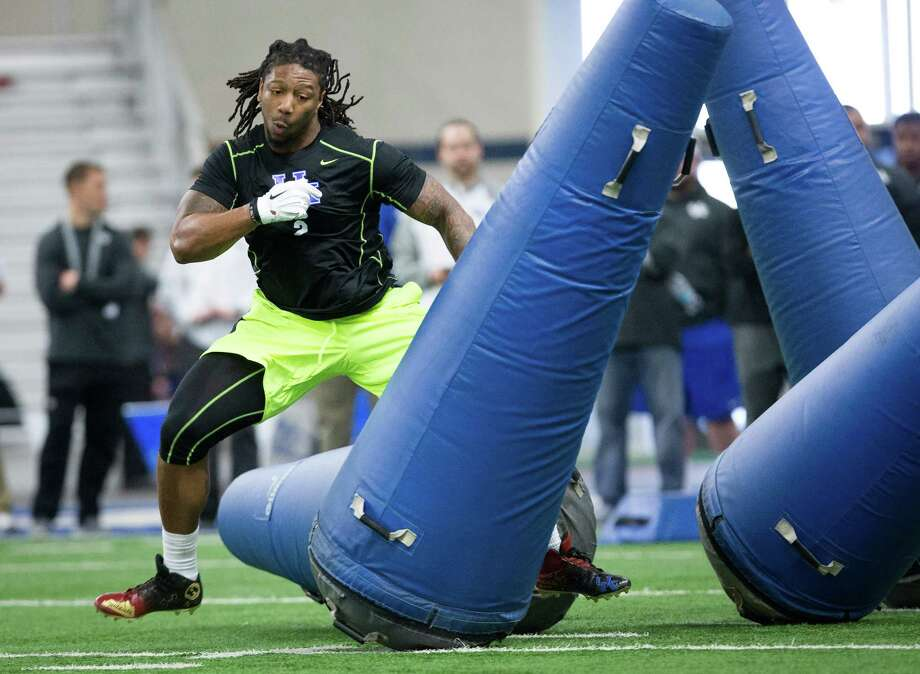 The Texans are high on Kentucky linebacker Bud Dupree, but he could be gone by the time they pick. Photo: David Stephenson, STR / FR171246 AP