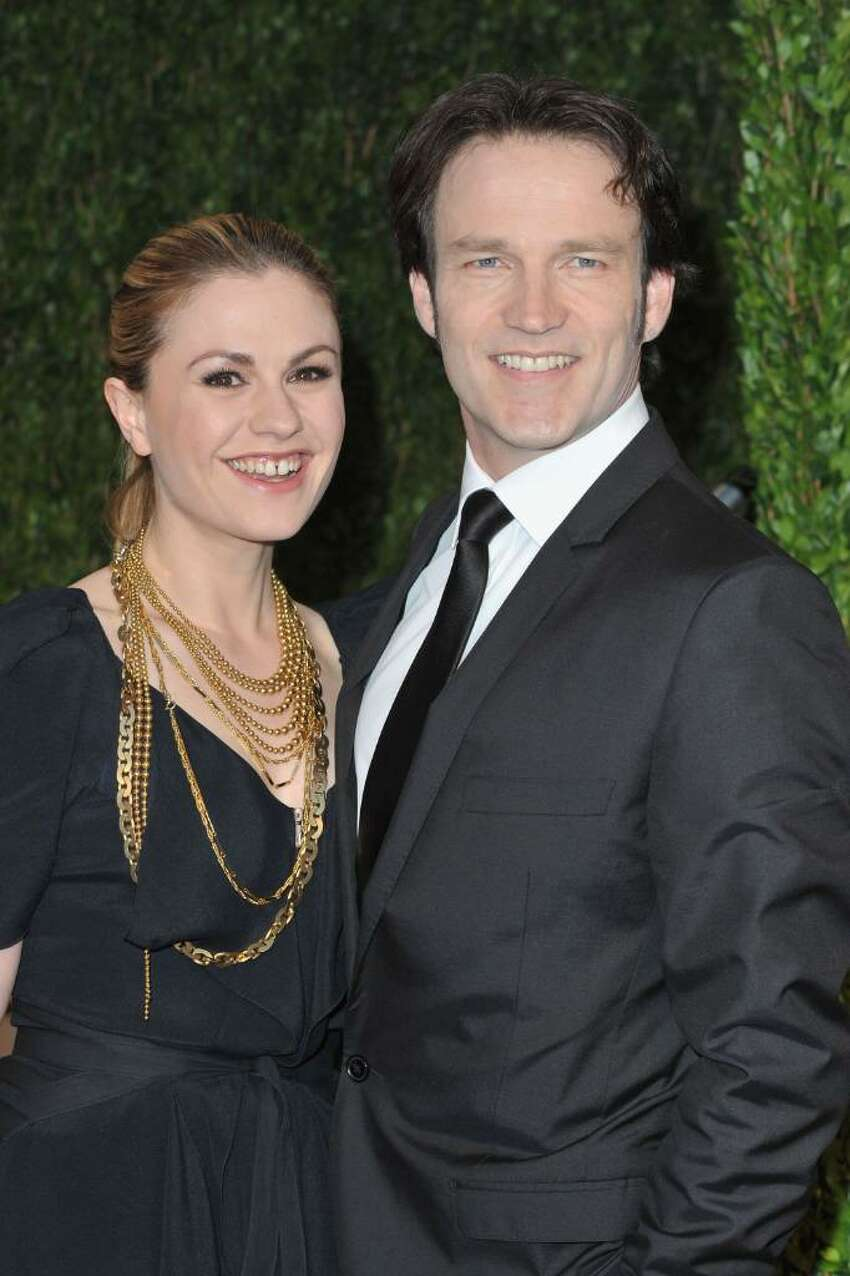 WEST HOLLYWOOD, CA - MARCH 07: Actress Anna Paquin (L) and actor Stephen Moyer arrive at the 2010 Vanity Fair Oscar Party hosted by Graydon Carter held at Sunset Tower on March 7, 2010 in West Hollywood, California. (Photo by Pascal Le Segretain/Getty Images) *** Local Caption *** Anna Paquin;Stephen Moyer